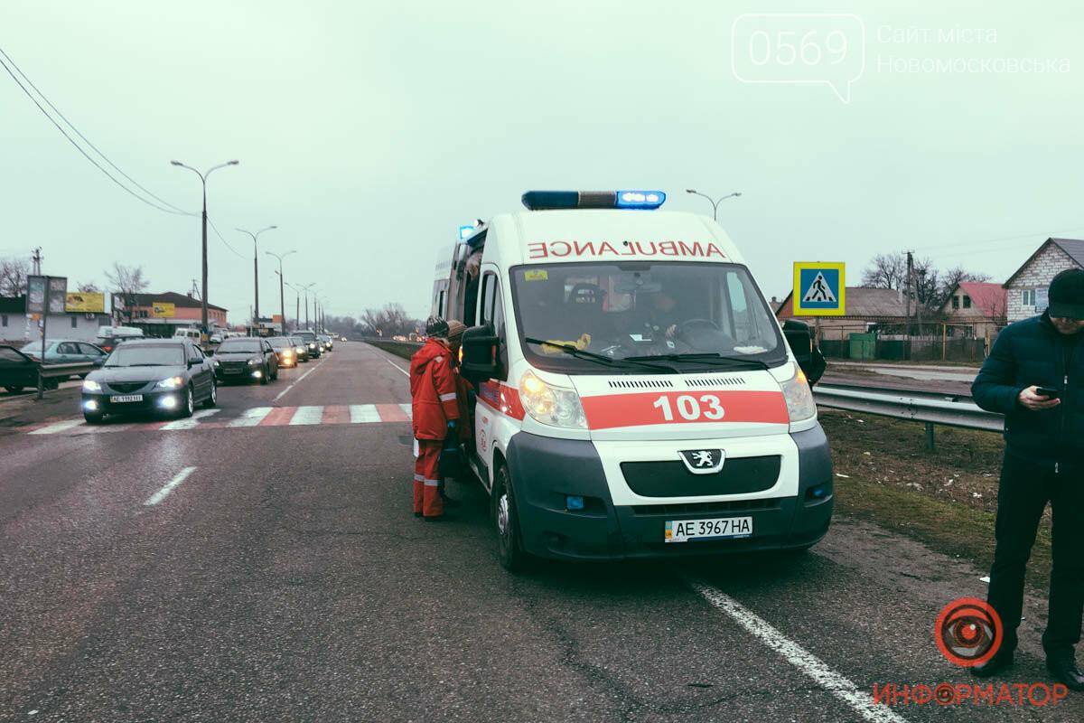 На трасі поблизу Новомосковська  автівка  збила на переході матір з дитиною, фото-3