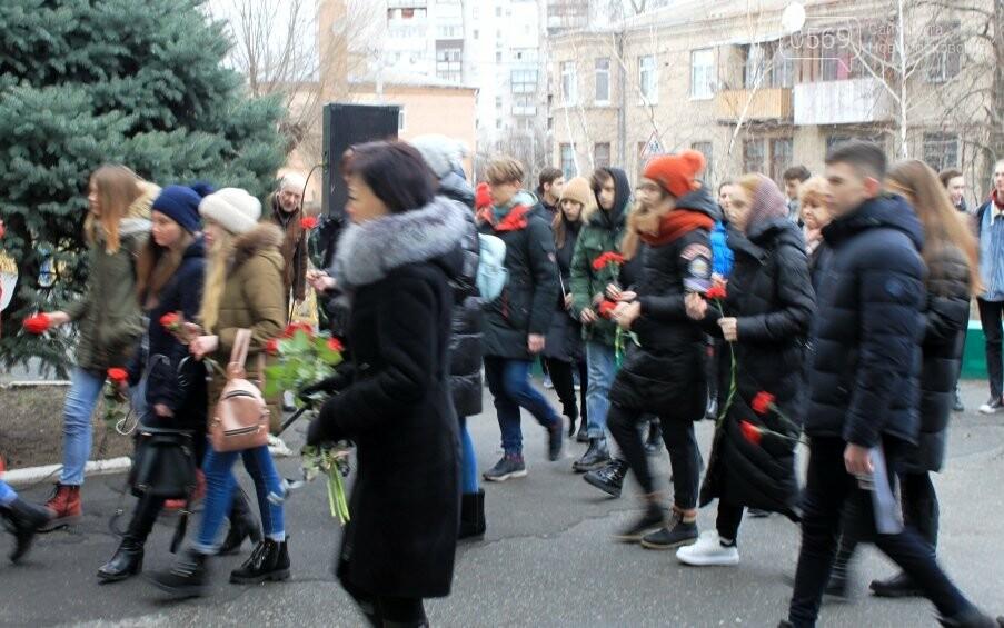 У Новомосковську вшанували пам'ять загиблого в АТО Героя України Микити Ярового, фото-5