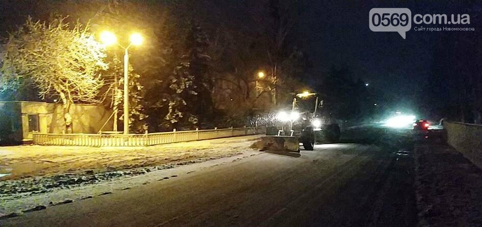 Очищати дороги в Новомосковську вийшли 50 комунальників, фото-4