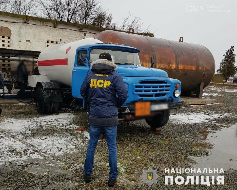 На Дніпропетровщині поліція викрила групу осіб, які газ для потреб населення продавали через мережу підпільних АЗС , фото-2