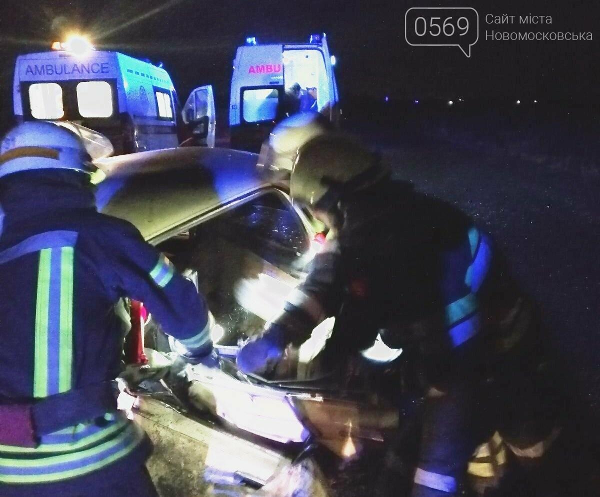 У Новомосковському районі через ДТП загинув чоловік: його тіло деблокували з авто спецобладнанням, фото-1
