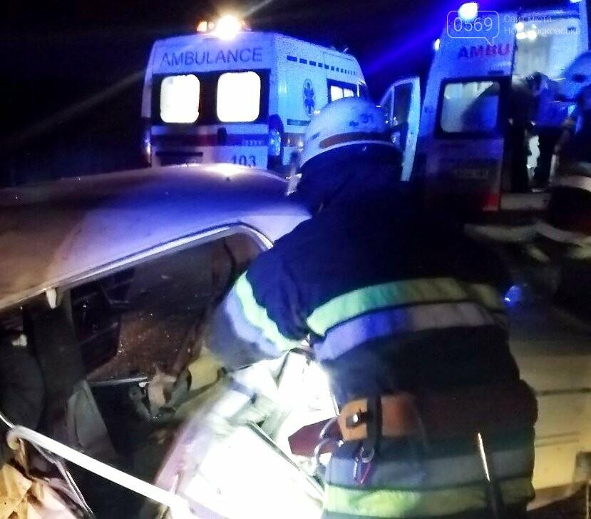 У Новомосковському районі через ДТП загинув чоловік: його тіло деблокували з авто спецобладнанням, фото-2