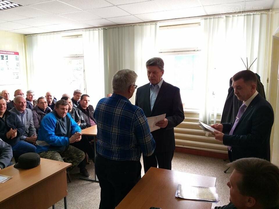 До свого свята кращі працівники ЖКГ міста Новомосковська отримали грамоти та подарунки, фото-3