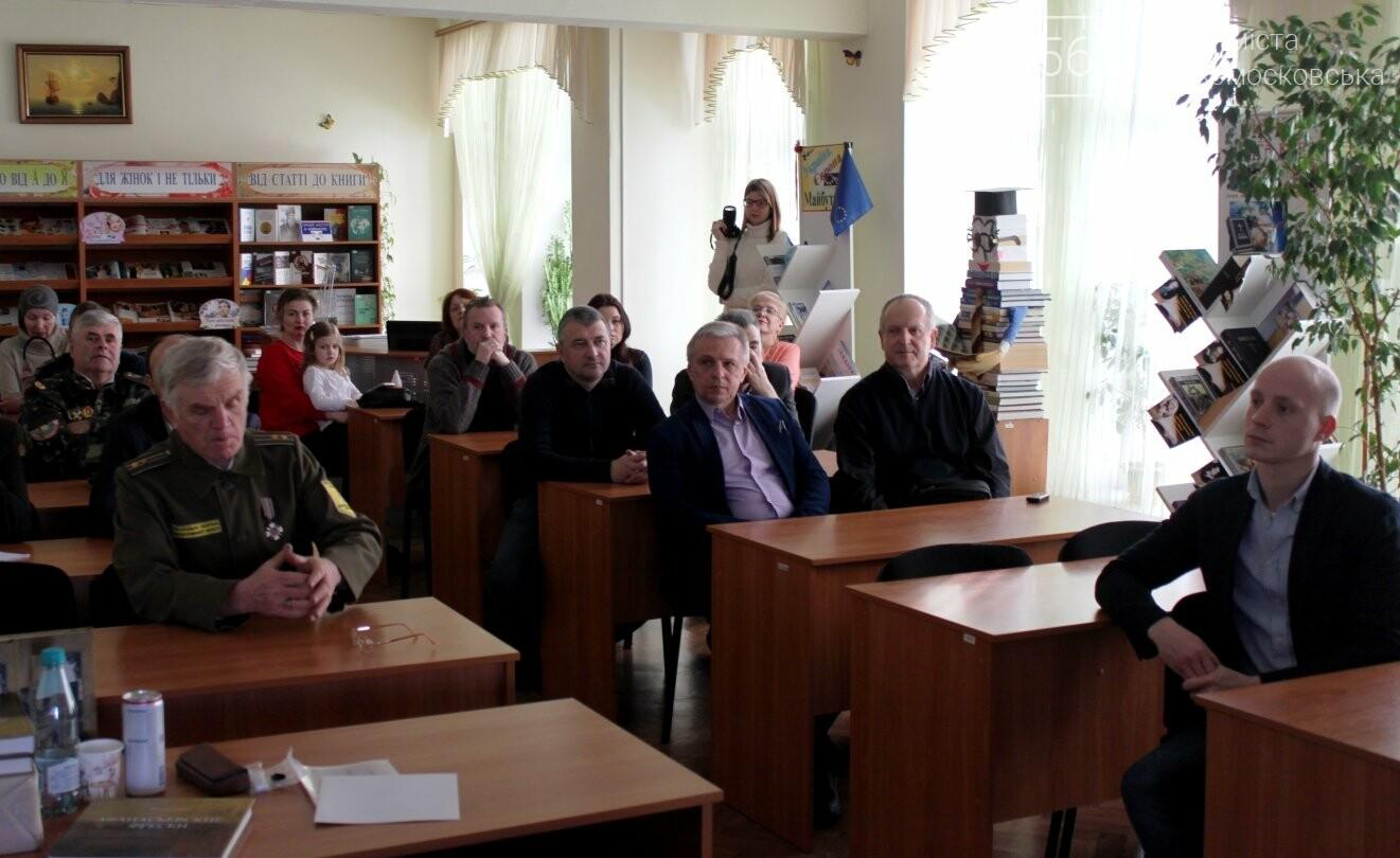 У Новомосковську презентував свою книгу відомий дніпровський краєзнавець, фото-3