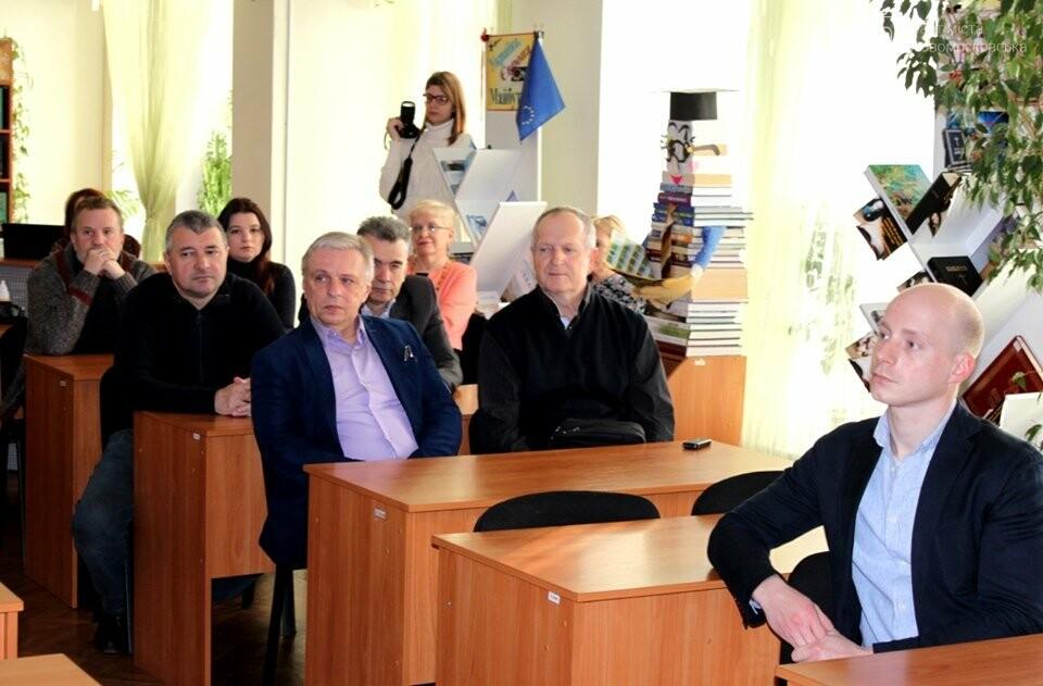 У Новомосковську презентував свою книгу відомий дніпровський краєзнавець, фото-2