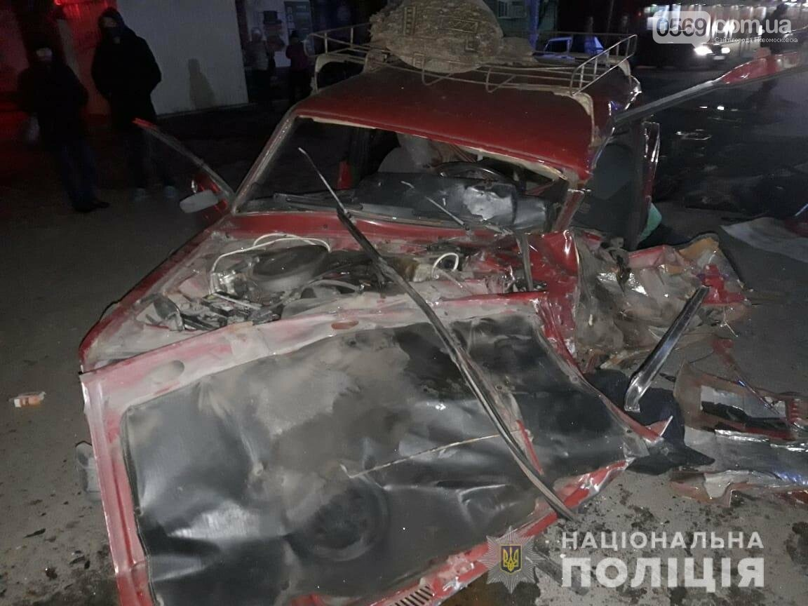 Майже у центрі Новомосковська сталася жахлива  ДТП: один загиблий, серед трьох травмованих – 6-річна дитина, фото-1