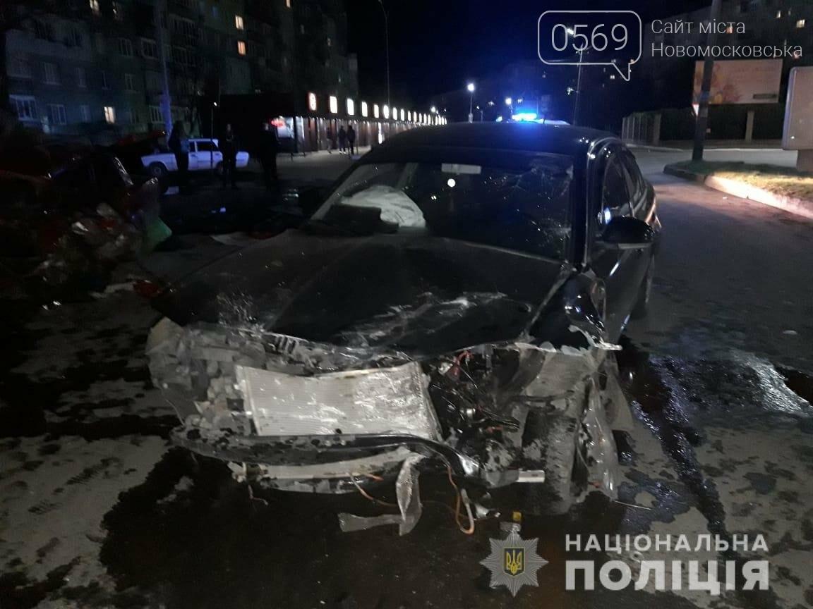 Майже у центрі Новомосковська сталася жахлива  ДТП: один загиблий, серед трьох травмованих – 6-річна дитина, фото-2