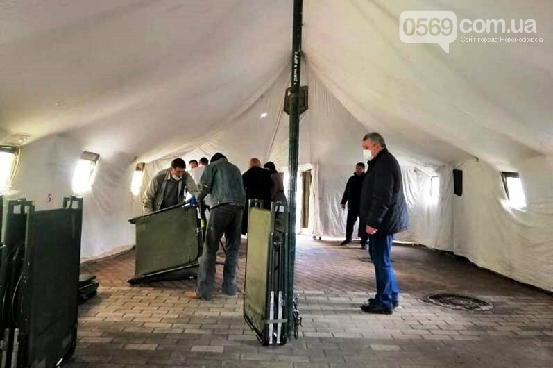 На випадок масового надходження хворих на коронавірус у Новомосковську встановили спецнамет, фото-1