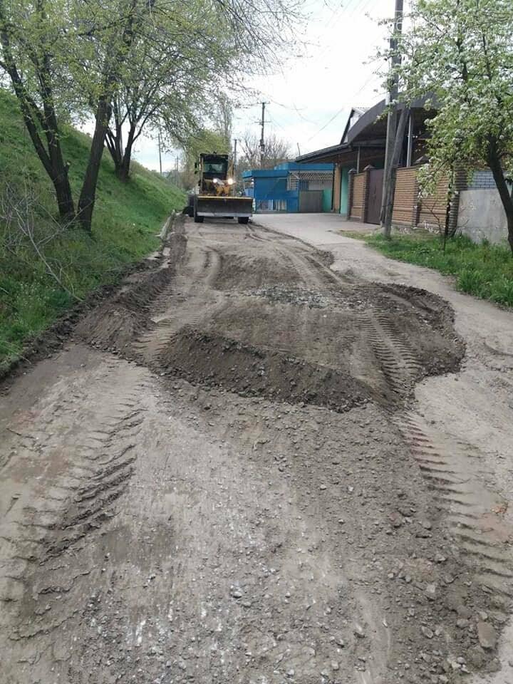 У Новомосковську тривають роботи з благоустрою міста, озеленення та ремонтів, фото-9