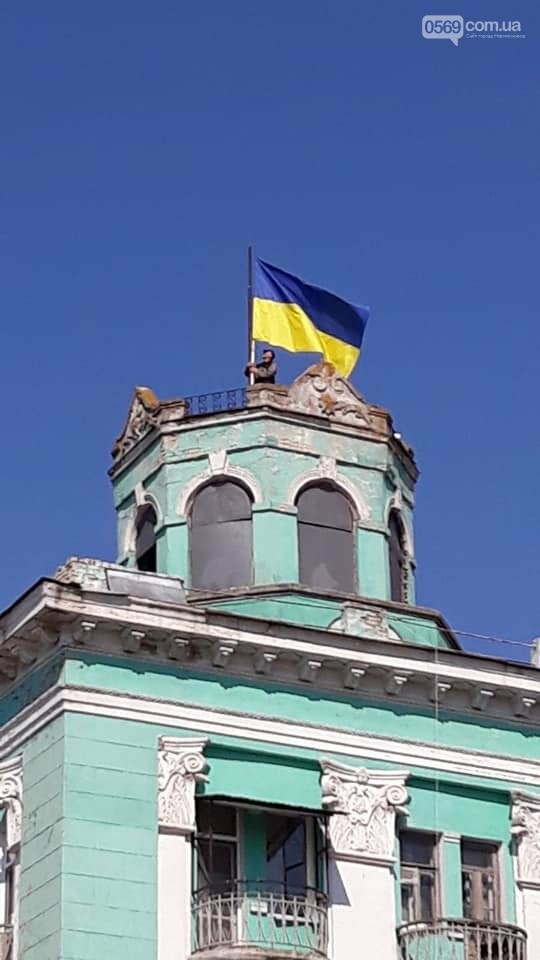 У центрі Новомосковська оновили державний символ, фото-2