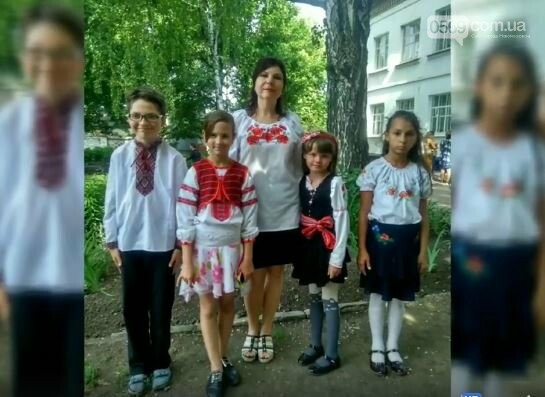 Школярі Новомосковська долучилися до всеукраїнського флешмобу до Міжнародного дня вишиванки: перегляньте ВІДЕО, фото-13