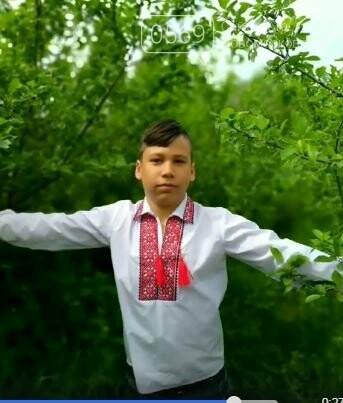 Школярі Новомосковська долучилися до всеукраїнського флешмобу до Міжнародного дня вишиванки: перегляньте ВІДЕО, фото-9