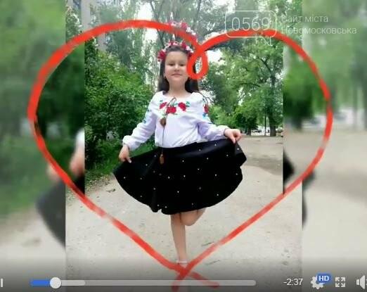 Школярі Новомосковська долучилися до всеукраїнського флешмобу до Міжнародного дня вишиванки: перегляньте ВІДЕО, фото-7