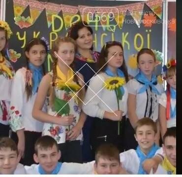 Школярі Новомосковська долучилися до всеукраїнського флешмобу до Міжнародного дня вишиванки: перегляньте ВІДЕО, фото-22