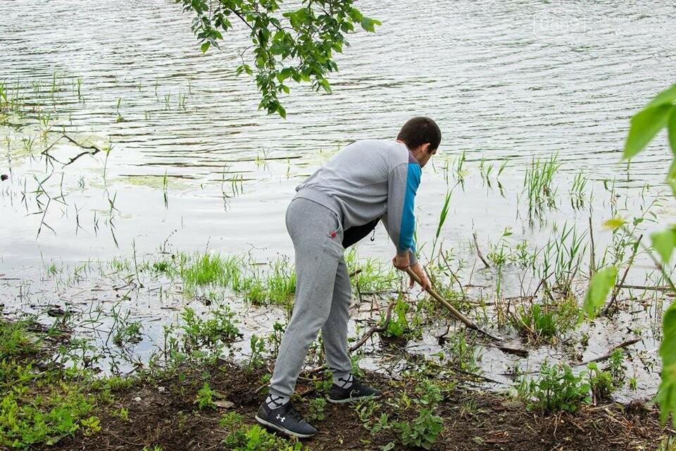 Останніми вихідними весни молодь Новомосковська вийшла на суботник, фото-3