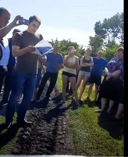 У Левенцівці Новомосковського району селяни відбили чергову спробу захопити їхні пасовища, фото-1