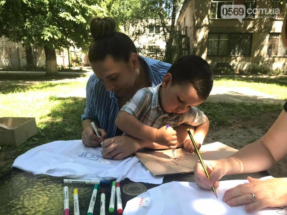 У Новомосковському терцентрі до Дня друзів провели майстер-класи з розфарбування футболок, фото-4
