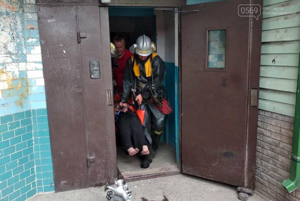 У Новомосковську під час ліквідації пожежі вогнеборці врятували чоловіка, фото-1