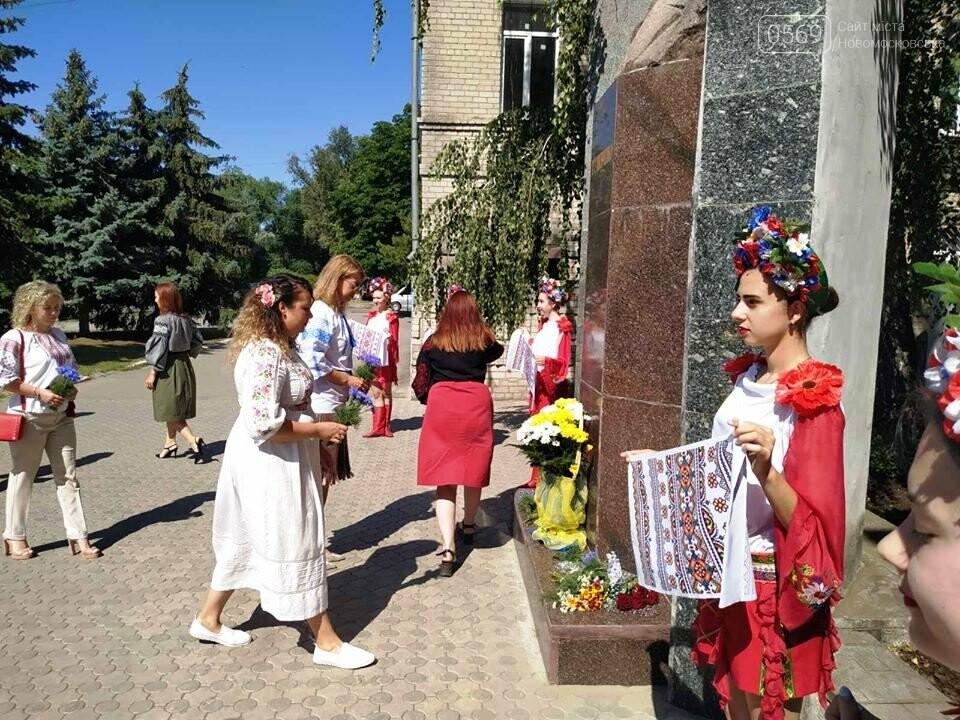 У Новомосковську з нагоди Дня Конституції відбулося покладання квітів до пам'ятника Тараса Шевченка, фото-3