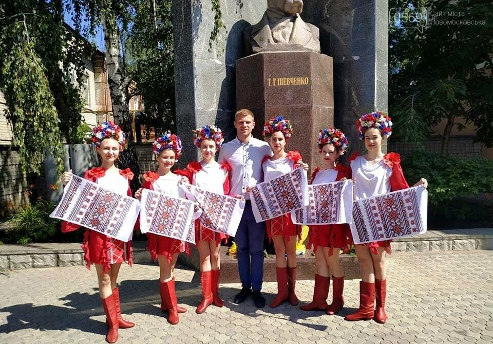У Новомосковську з нагоди Дня Конституції відбулося покладання квітів до пам'ятника Тараса Шевченка, фото-2