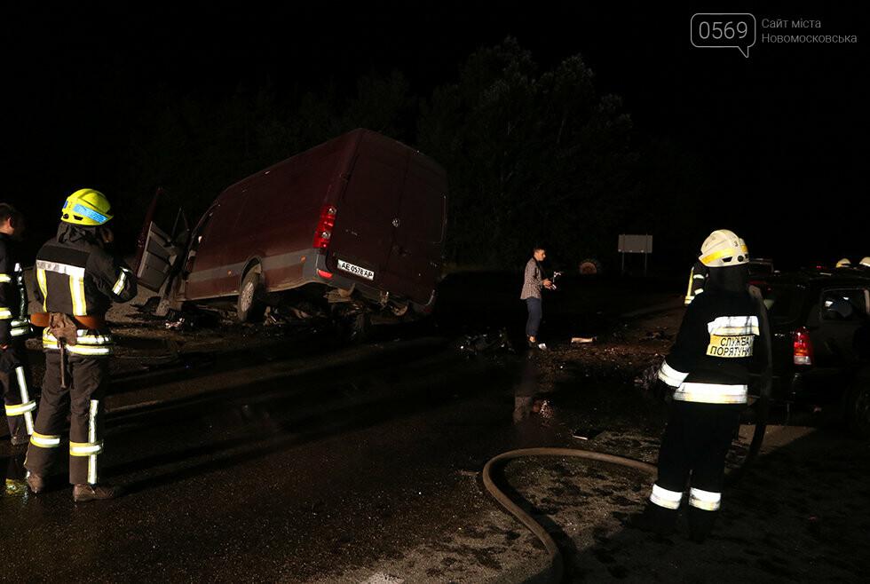 Минулої ночі в Дніпрі сталася масштабна ДТП: є загиблі та постраждалі (фото, відео), фото-3