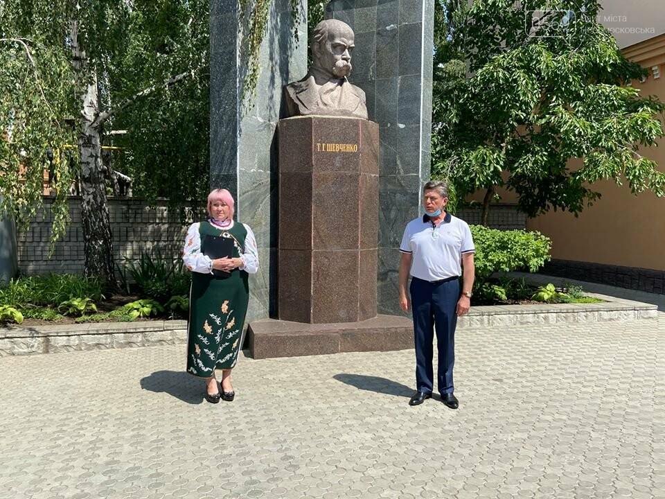У Новомосковську відбулася церемонія покладання квітів з нагоди 30-ї річниці Декларації про суверенітет України, фото-1