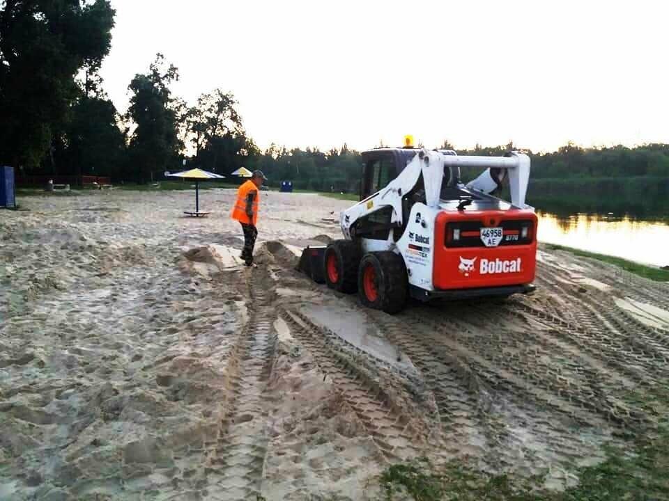 На міський пляж Новомосковська завезли 60 тонн чистого піску, фото-3