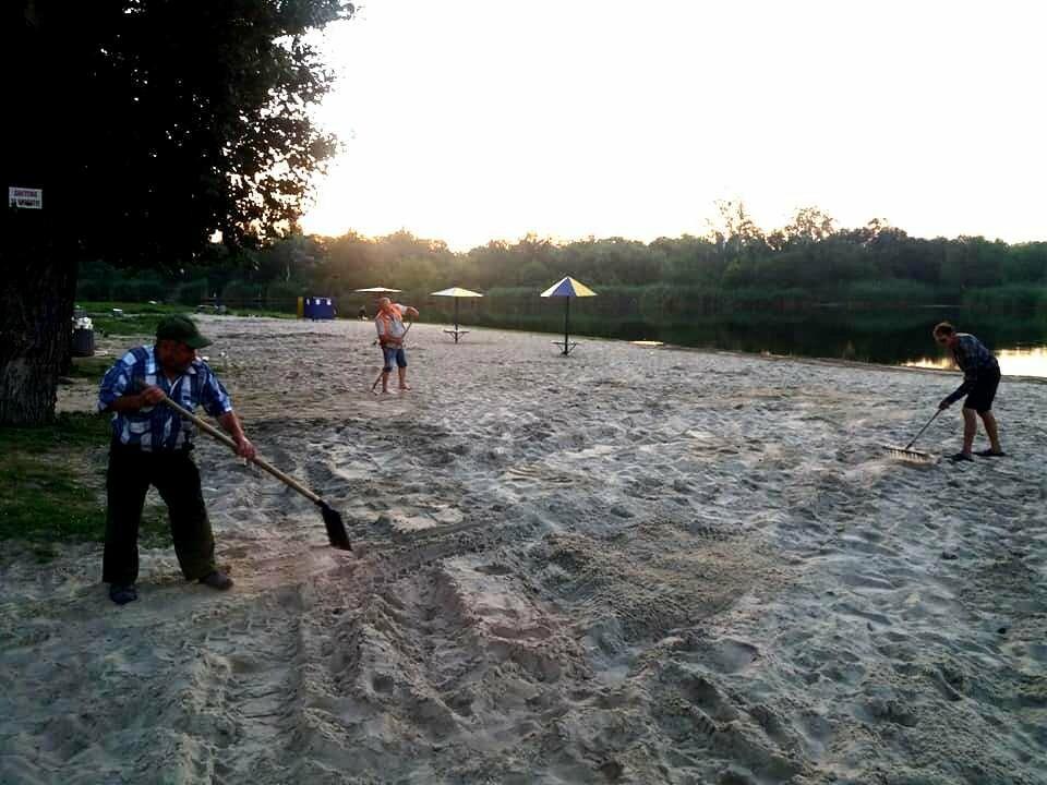 На міський пляж Новомосковська завезли 60 тонн чистого піску, фото-2