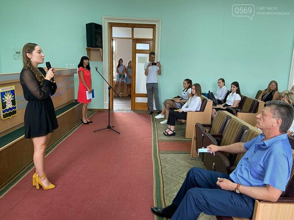 У Новомосковську традиційно вшанували відмінників навчань та переможців олімпіад, фото-1