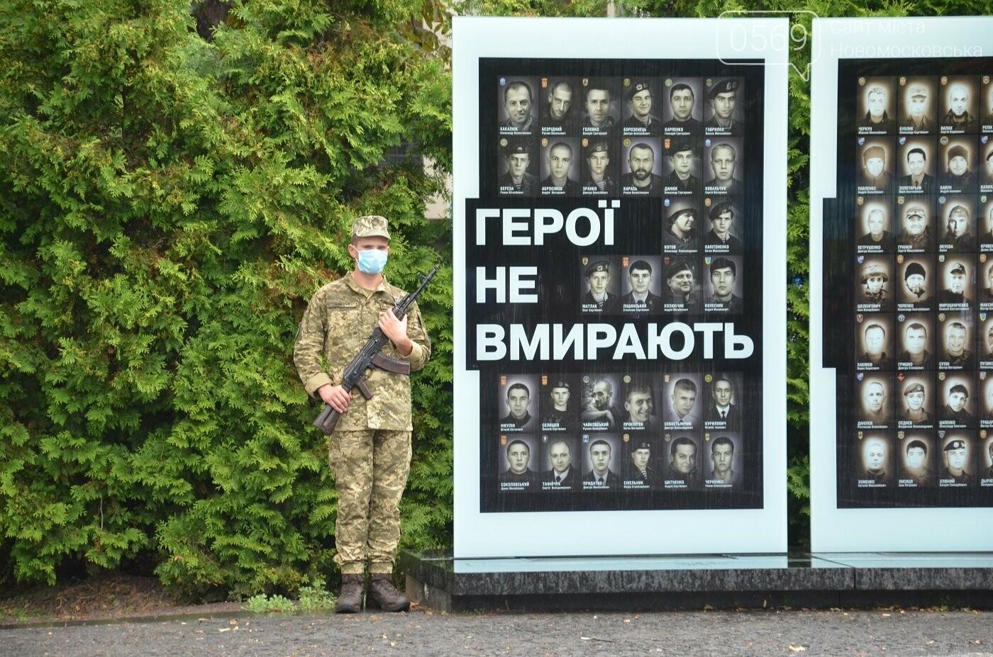 На Алеї пам'яті біля Дніпропетровської ОДА вшанували загиблих під Шахтарськом героїв, фото-2