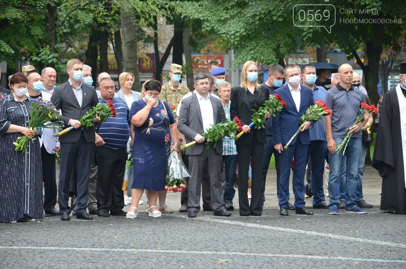 На Алеї пам'яті біля Дніпропетровської ОДА вшанували загиблих під Шахтарськом героїв, фото-1