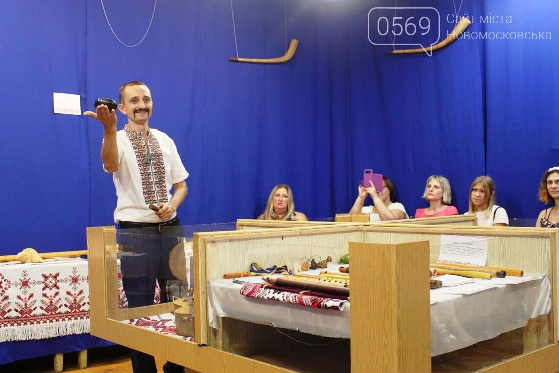У Новомосковському історико-краєзнавчому музеї відкрили виставку народних інструментів: ФОТОРЕПОРТАЖ, фото-16