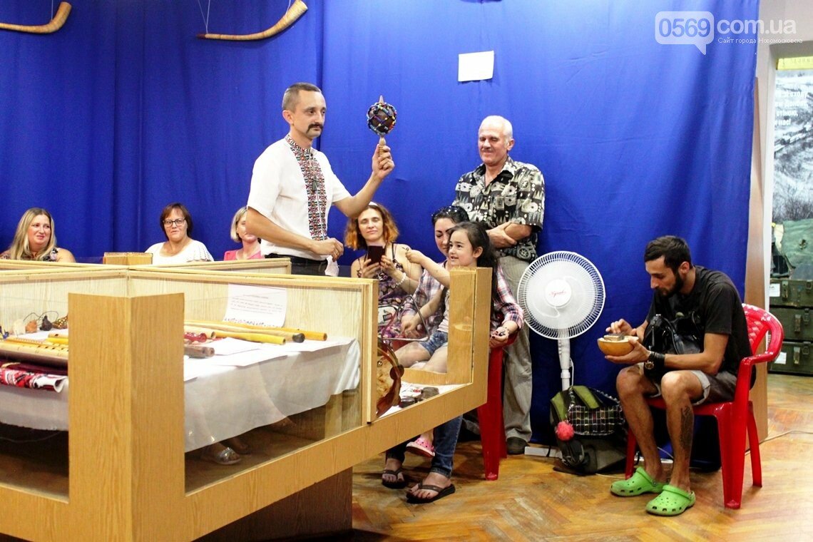 У Новомосковському історико-краєзнавчому музеї відкрили виставку народних інструментів: ФОТОРЕПОРТАЖ, фото-15