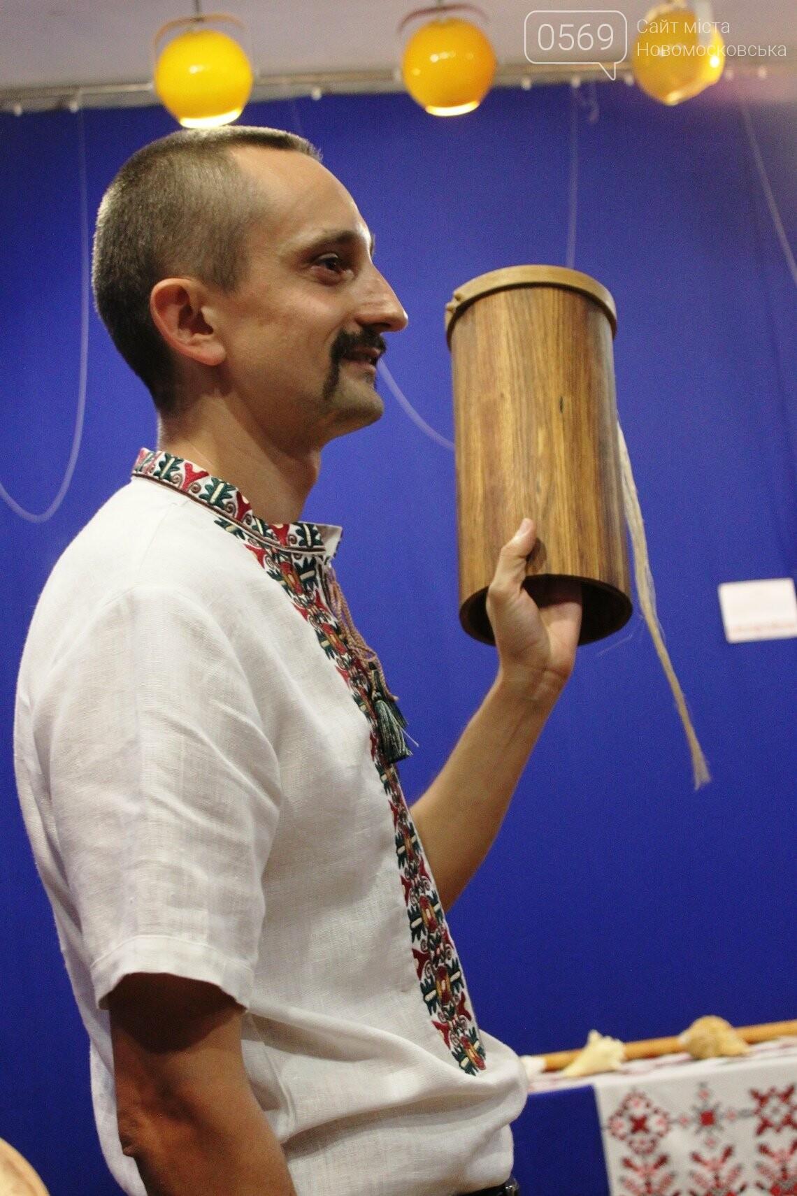 У Новомосковському історико-краєзнавчому музеї відкрили виставку народних інструментів: ФОТОРЕПОРТАЖ, фото-13