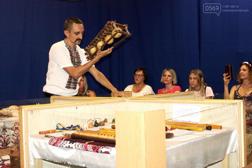 У Новомосковському історико-краєзнавчому музеї відкрили виставку народних інструментів: ФОТОРЕПОРТАЖ, фото-26