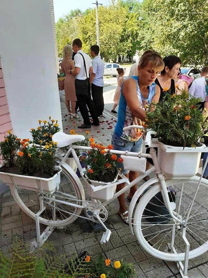 У Новомосковську біля ЗАГСу з'явилась квітникова фотозона, фото-5