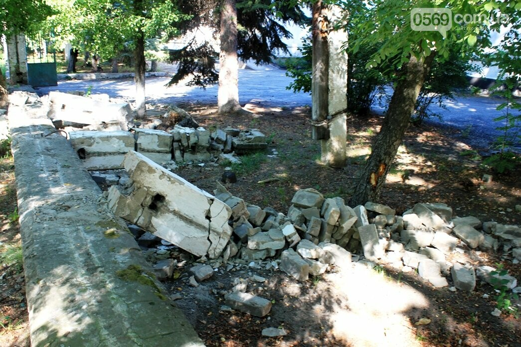 Усе  буде відкрито: у Новомосковську продовжують демонтаж огорожі корпусів колишньої лікарні, фото-3