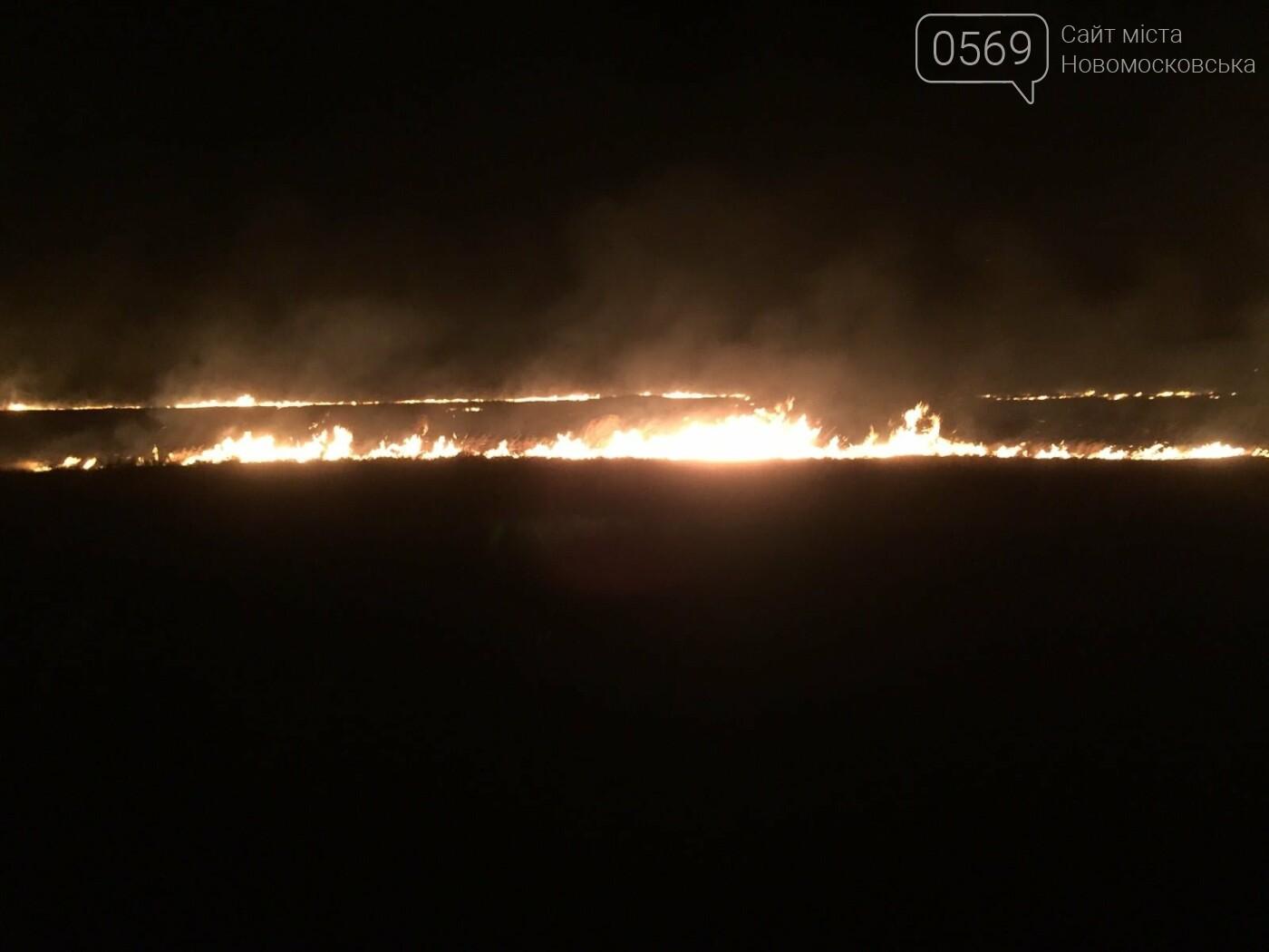 У ніч на 5 вересня більше сотні рятувальників і військових гасили під Новомосковськом масштабну пожежу, фото-4