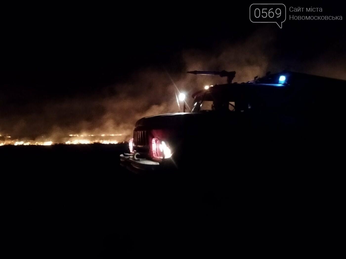 У ніч на 5 вересня більше сотні рятувальників і військових гасили під Новомосковськом масштабну пожежу, фото-1