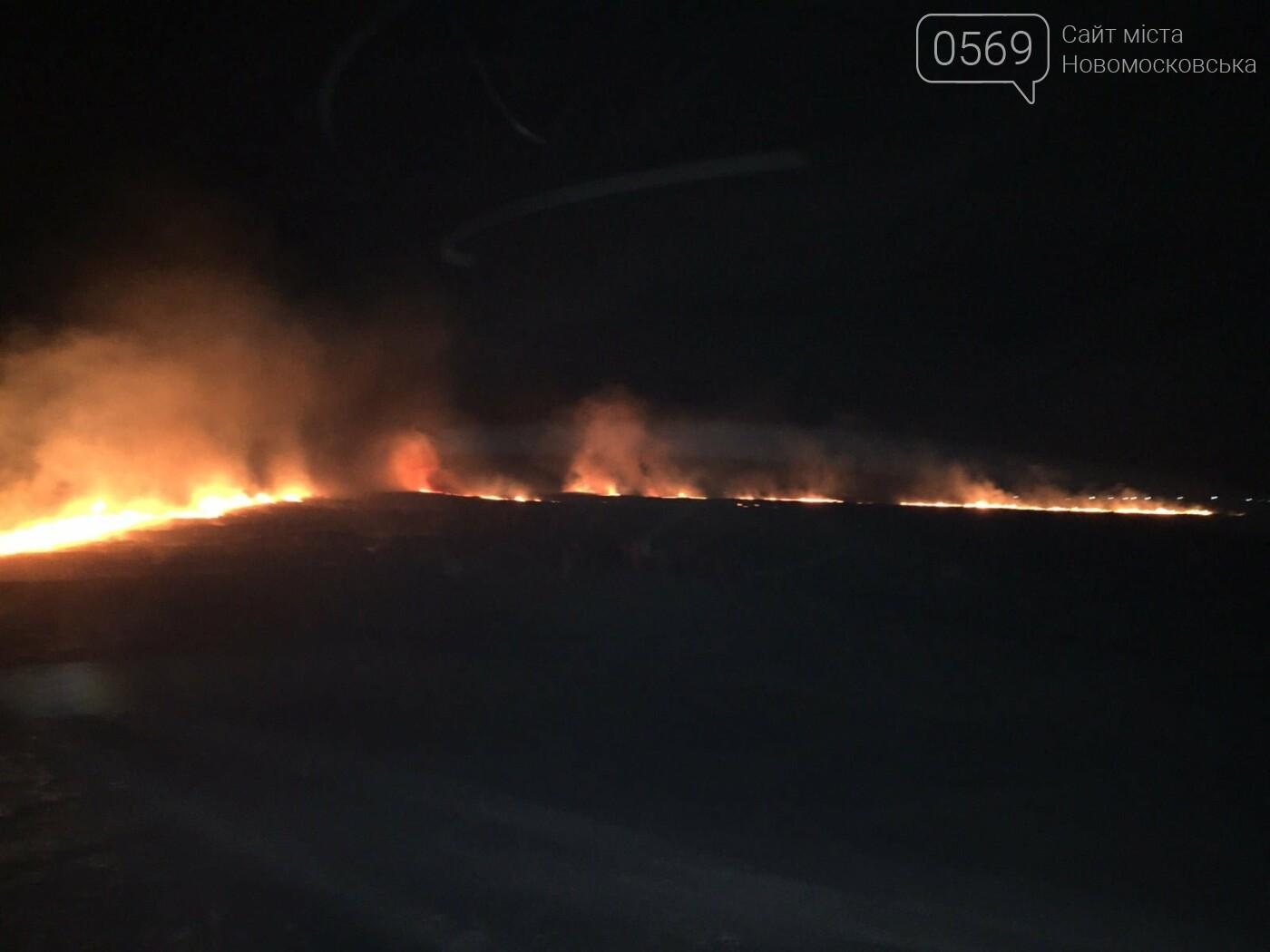 У ніч на 5 вересня більше сотні рятувальників і військових гасили під Новомосковськом масштабну пожежу, фото-5