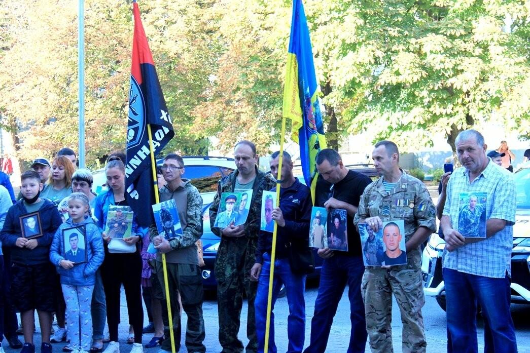 Ветерани АТО/ООС та родини загиблих Героїв  Новомосковщини провели акцію біля мерії міста: ФОТО , фото-1
