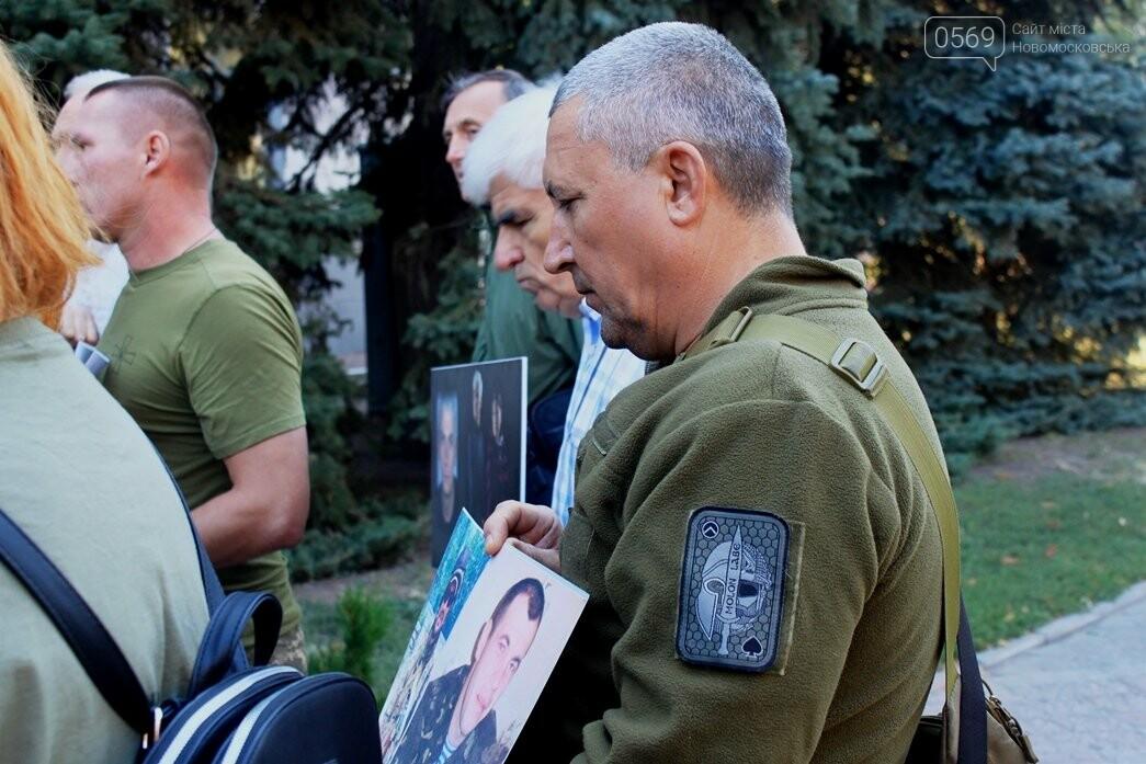 Ветерани АТО/ООС та родини загиблих Героїв  Новомосковщини провели акцію біля мерії міста: ФОТО , фото-5