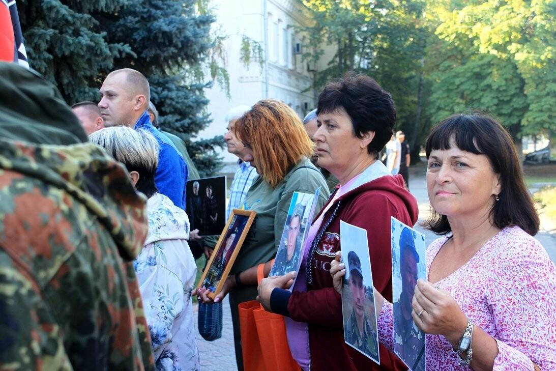 Ветерани АТО/ООС та родини загиблих Героїв  Новомосковщини провели акцію біля мерії міста: ФОТО , фото-6