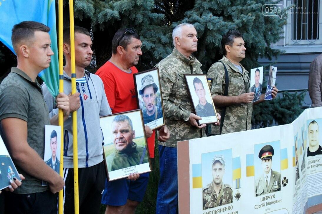 Ветерани АТО/ООС та родини загиблих Героїв  Новомосковщини провели акцію біля мерії міста: ФОТО , фото-10