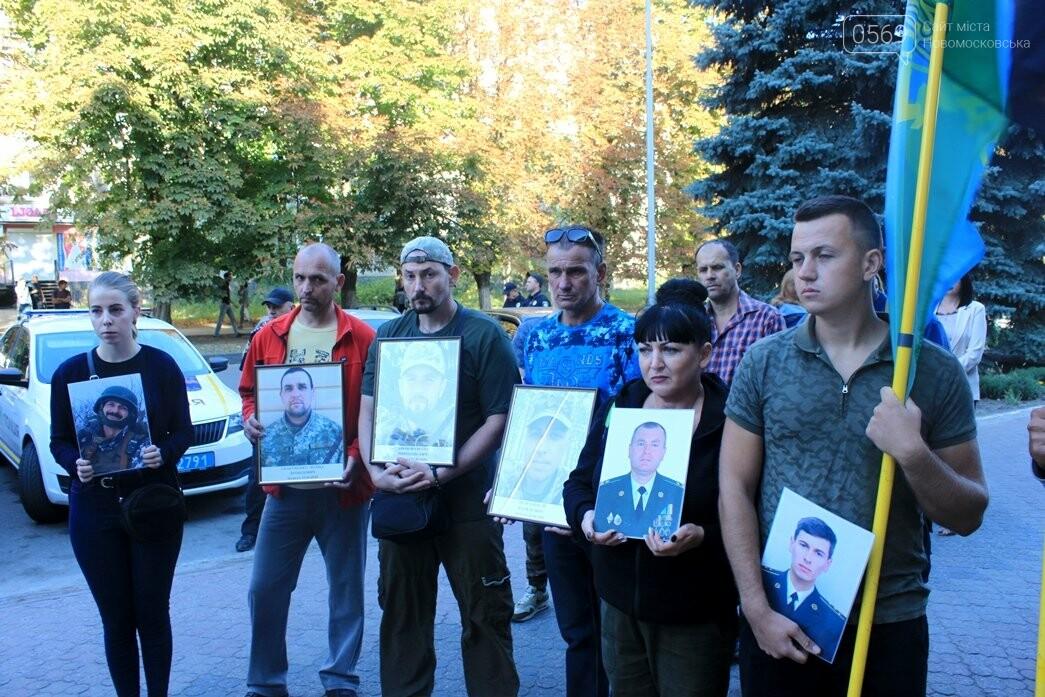 Ветерани АТО/ООС та родини загиблих Героїв  Новомосковщини провели акцію біля мерії міста: ФОТО , фото-8