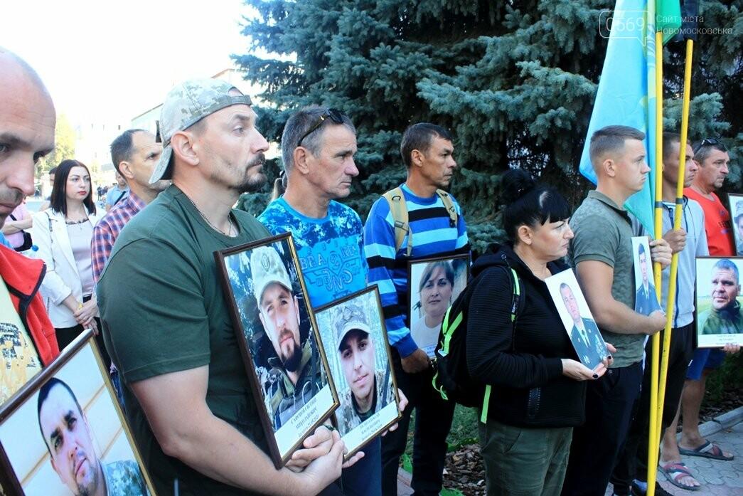 Ветерани АТО/ООС та родини загиблих Героїв  Новомосковщини провели акцію біля мерії міста: ФОТО , фото-12