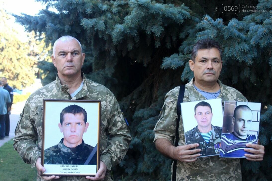 Ветерани АТО/ООС та родини загиблих Героїв  Новомосковщини провели акцію біля мерії міста: ФОТО , фото-13