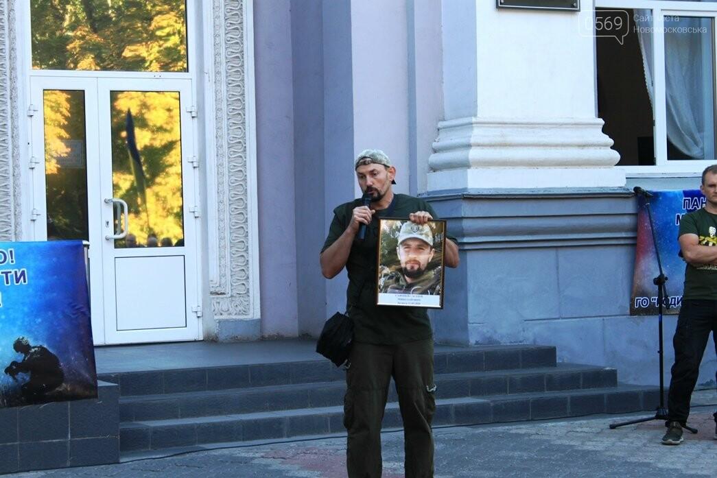 Ветерани АТО/ООС та родини загиблих Героїв  Новомосковщини провели акцію біля мерії міста: ФОТО , фото-18