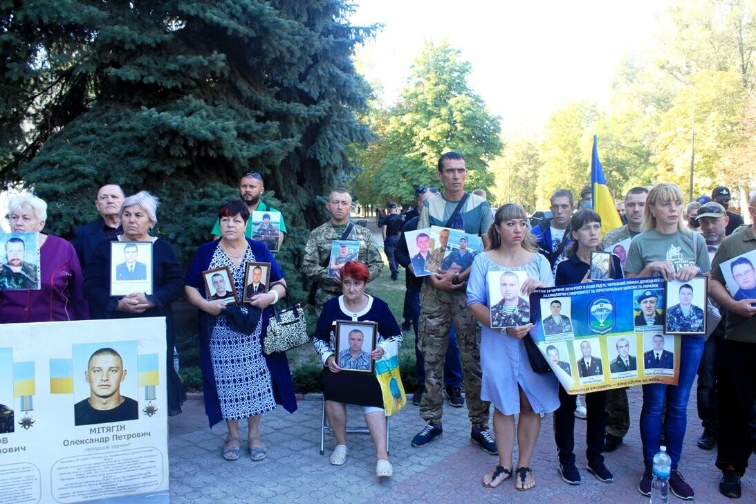 Ветерани АТО/ООС та родини загиблих Героїв  Новомосковщини провели акцію біля мерії міста: ФОТО , фото-16