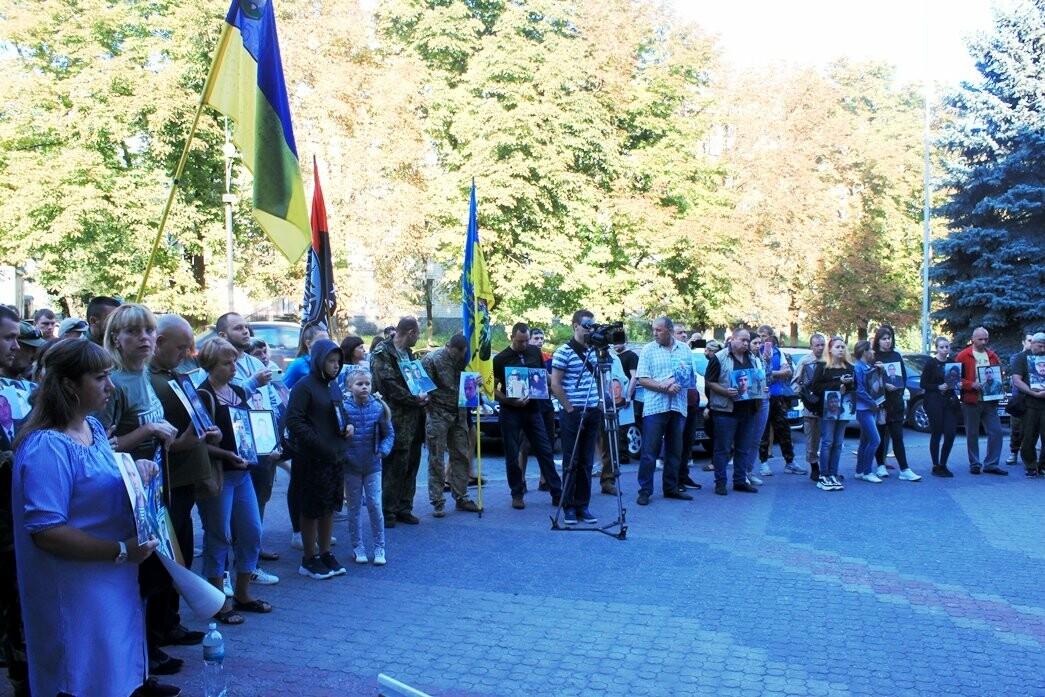 Ветерани АТО/ООС та родини загиблих Героїв  Новомосковщини провели акцію біля мерії міста: ФОТО , фото-7